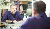 "Artesanal: Larry Edwards, el jefe de vestuario de ""Amaluna"". Foto: Florencia Barre"
