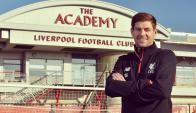 Steven Gerrard vuelve a Liverpool como entrenador en juveniles. Foto: Liverpool