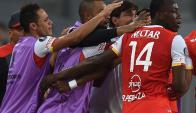 El festejo del gol de Johan Arango que abrió el marcador para el equipo colombiano.