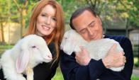 Silvio Berlusconi y su esposa Michela Vittoria Brambilla.Foto: Reuters
