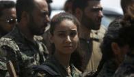 Guerrilleras kurdas forman parte del asalto a Raqa. Foto: AFP.