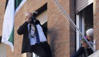 Abas fotografiado en la ventana de la embajada de Palestina en Roma. Foto: AFP.