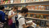 Para mirar, comprar y leer. Foto: archivo El País