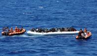 El Mar Mediterráneo es odisea de miles de personas que intentan llegar a la UE. Foto: Reuters
