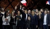 Macron, familia y allegados celebran el resultado electoral. Foto: Reuters