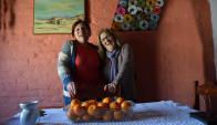 Fanny y Susana son de Melo y además de amigas son madrina y ahijada. Foto: Rosalía Souza