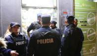 Máxima tensión: la rápida intervención policial evitó lo peor. Foto: M. Bonjour