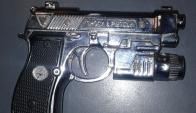 Arma de juguete usada para asaltar a siete comercios. Foto: Ministerio del Interior