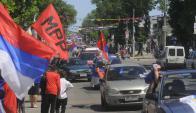 Custodios de Mujica ayudaron a marcha de caravana. Foto. L. Carreño