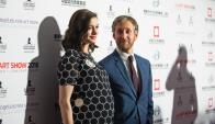 Anne Hathaway y Adam Shulman. Foto: AFP
