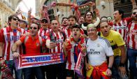 Los hinchas de Atlético de Madrid y Real Madrid viven la final de la Champions League. Foto: REUTERS