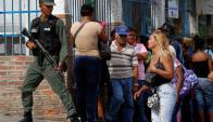 Maduro movilizó a los militares para fiscalizar la distribución de alimentos. Foto: Reuters