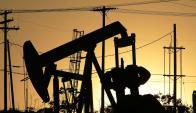 Expertos entienden que el precio del pertóleo subirá y valdrá US$ 67 el barril en 2016. Foto: AFP.