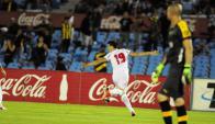 """El """"Colo"""" Romero y el festejo de su golazo. Foto: F. Ponzetto"""