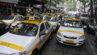 Taxis reclaman una postura más enérgica del gobierno contra Uber. Foto: A. Colmegna