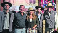 Romero, Barrios y sus hijos Yaguarí y Tabaré, con Gerardo Zambrano. Foto: Pablo D. Mestre