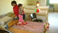 Las distancias hacen que los familiares terminen quedándose varias días con los niños.