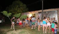 Ganadores del Gordo de Fin de Año son del barrio Ceibal en Salto. Foto: Vicente Massarino Diario El Pueblo