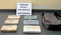 En Maldonado, se incautaron seis kilos de cocaína en estado puro. Foto: Ricardo Figueredo.