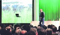Ante 1.500 personas, Álvaro Simeone expuso los trabajos de UPIC. Foto: El Telégrafo de Paysandú