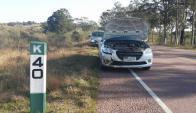 Tras el choque: el auto quedó en la ruta por desperfectos. Foto: N. Araújo