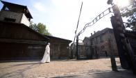 El Papa visitó el lugar donde funcionaba el campo de exterminio de Auschwitz. Foto: AFP