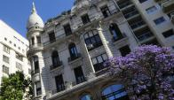 Edificio céntrico de las calles Río Negro y Uruguay. Foto. M. Bonjour