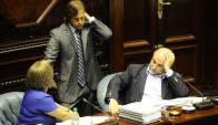 Pablo Mieres y Luis Lacalle Pou en el Parlamento. Foto: L. Mainé