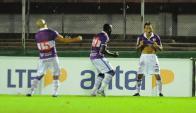 El festejo de Ligüera luego de anotar el 2-0 a Peñarol. Foto: M. Bonjour