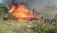 Incendio en una casa en Maldonado. Foto: Ricardo Figueredo