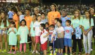 Ney Castillo reconoció a Cavani y su famlia por sumarse a la causa. Foto: Massarino/ Diario El Pueblo