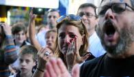 Alumnos, padres y exestudiantes se concentraron para que el colegio no cierre. Foto: F. Ponzetto