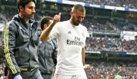 Karim Benzema lesionado tras la patada recibida por James Rodríguez. Foto: Reuters