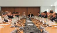 Vázquez reunido con los intendentes. Foto: Twitter @JuanARoballo