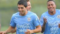 """Corriendo. Suárez juega el domingo en Villarreal y luego """"sale volando"""" para Montevideo.Foto: Archivo El País"""