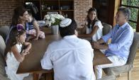 Macri se reunió ayer en una quinta con las hijas de Nisman. Foto: AFP