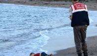 La imagen de la muerte de Aylan Kurdi que recorrió el mundo. Foto: AFP.
