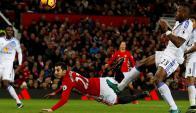 Henrikh Mkhitaryan marcó de escorpión para Manchester United ante Sunderland. Foto: Reuters.
