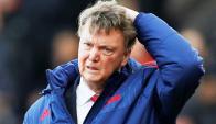 Una nueva derrota del United dejó a Van Gaal al borde del despido. Foto:  Reuters.