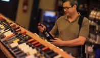 Botellas: la calidad de los vinos uruguayos es muy conocida. Foto: AFP