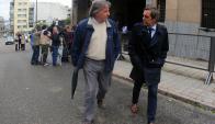 Lorenzo acompañado por uno de sus abogados a la salida del juzgado. Foto: F. Ponzetto