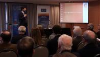 """Ignacio Zuasnábar, de Equipos Consultores, presenta datos sobre la """"cultura del trabajo"""". Foto: Acde Uruguay."""