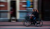 Mujeres en bicicleta. Foto: Pixabay