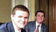 Mason Wells (izq) y su compañero mormón el 21 de marzo. Foto: @joempey