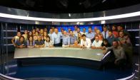 Alfonso Lessa junto al personal completo de Telemundo.