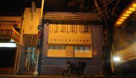 Sede. Grecia 3580, esquina Prusia, donde anoche la nueva directiva albiceleste asumía tras una elección complicada. Foto: Fernando Ponzetto