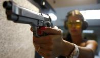 Control de armas. Foto: AFP.