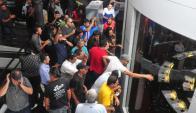 Incidentes durante la votación en la Junta. Foto: Francisco Flores