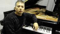 Virtuoso: Luis Pérez Aquino y un piano con mucha historia atrás. Foto: D. Borrelli