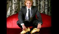 Diego Forlán con sus dos Botas de Oro.
